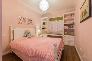 粉嫩色美式儿童房装饰图