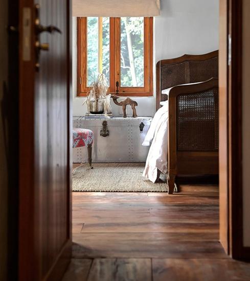 田园风格三室两厅装修卧室木地板图片