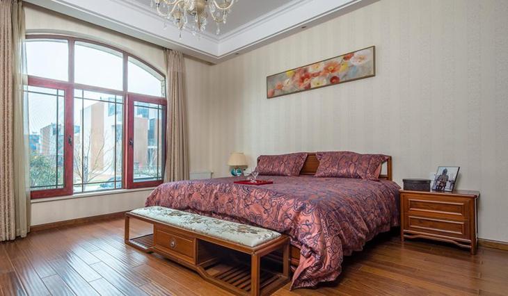 30万装120平三居卧室窗户设计
