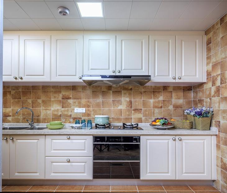 120平地中海风格三居厨房白色橱柜