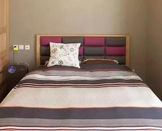 日式风格小户型装修卧室床头软包