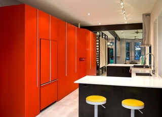 混搭风开放式厨房 橙红色隔断效果图