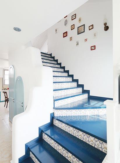 地中海风情复式 蓝白配楼梯效果图