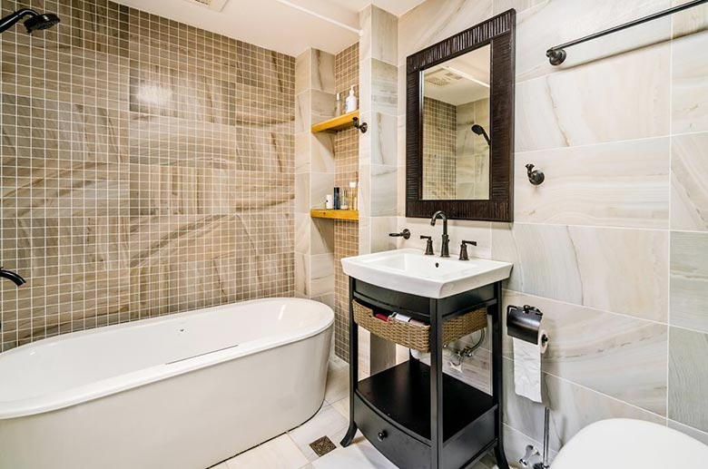 135㎡复古风三居室卫生间图片大全