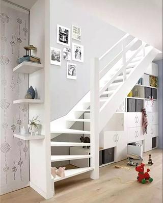 楼梯下实用收纳柜装修设计