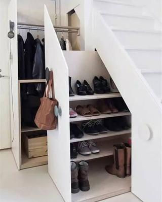 楼梯下衣帽柜设计装修
