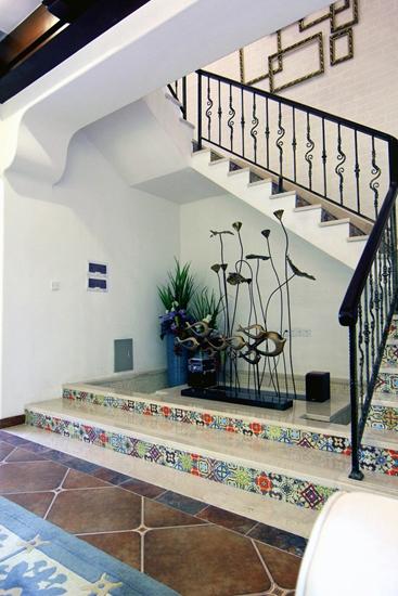 浪漫地中海风 错层楼梯间装饰