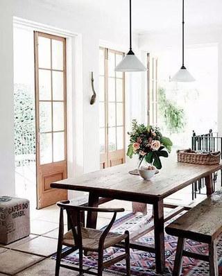 温馨餐厅木质餐桌图片