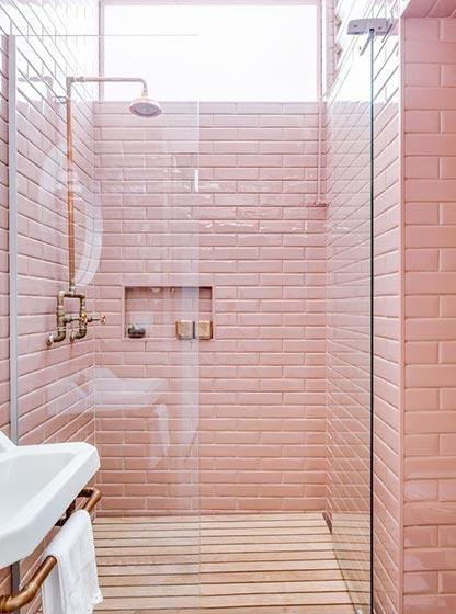粉色系卫生间布置摆放图