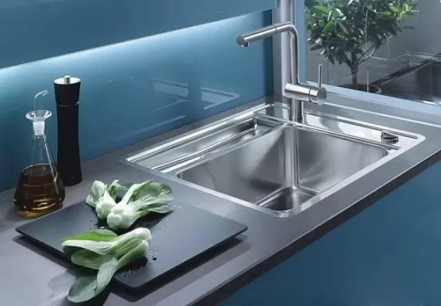 厨房水槽应该安装台上盆还是台下盆?