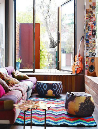 客厅条纹地毯装修设计图