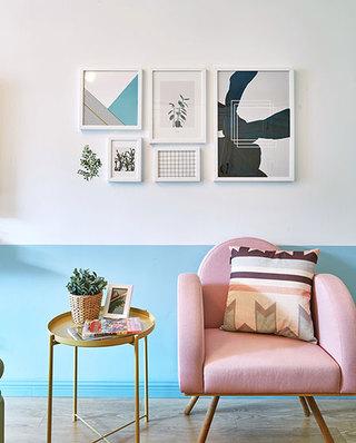 甜美北欧风沙发照片墙设计