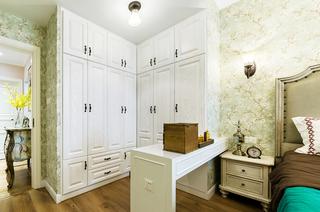93平美式三居室卧室带衣帽间设计