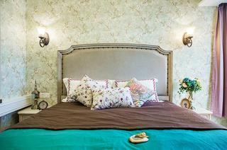 93平美式三居室卧室壁纸图片