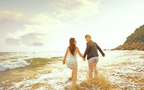 qq浪漫头像沙滩手牵手