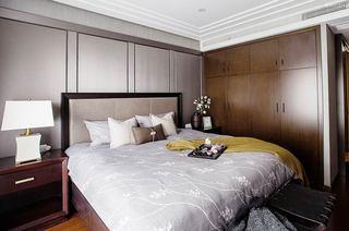 现代中式三居室装修主卧室床头软包