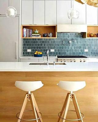 木质厨房吧台装修图