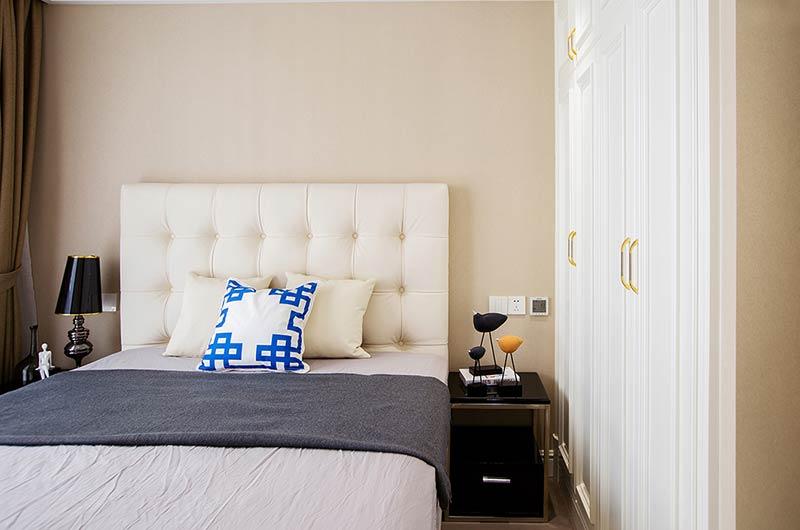现代风格样板房装修卧室床头软包