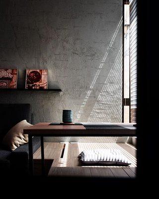 工业风卧室飘窗图