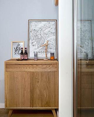北欧风格小三室装修木质展示柜