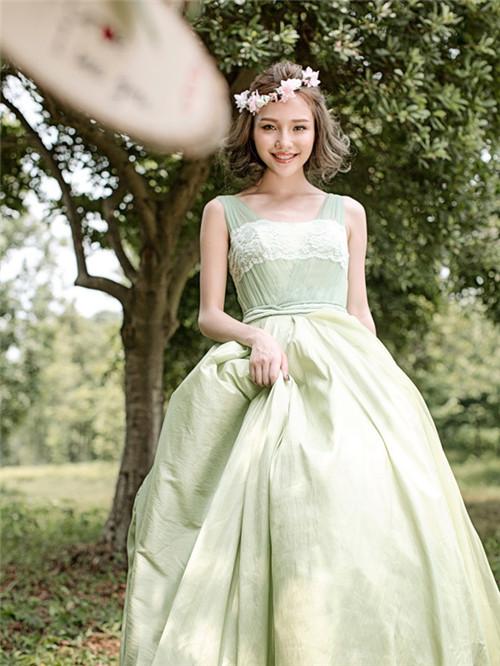 婚纱照头饰造型图片 新娘婚纱和头饰怎么搭配好看