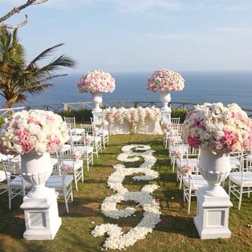 户外婚礼场地布置 办一场婚礼多少钱