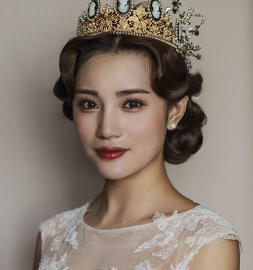 资讯 婚庆百科 新娘造型 正文  拍婚纱照什么发型好看:简约的齐耳短发图片