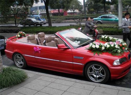 婚车车队图片欣赏 选择婚车时应注意哪些事项