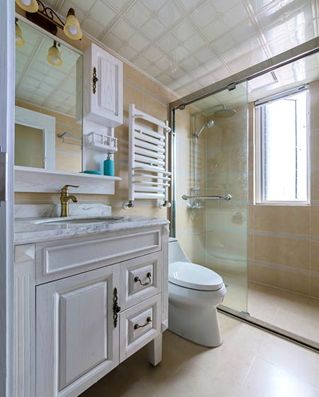 135平美式三居室卫生间装修图