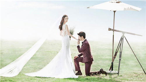 婚纱背影怎么拍好看 拍婚纱照的姿势与表情