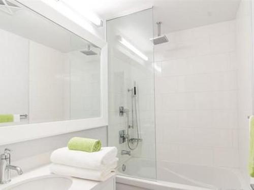4平卫生间装修效果图 小卫生间的创意改造