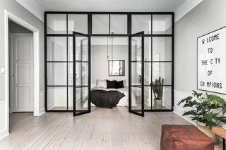 52平单身公寓装修玻璃门隔断图