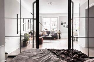52平单身公寓装修卧室门设计