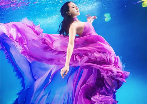 水中婚纱照图片欣赏 水下婚纱照拍摄技巧图片