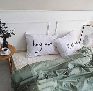 卧室布艺床布置摆放图