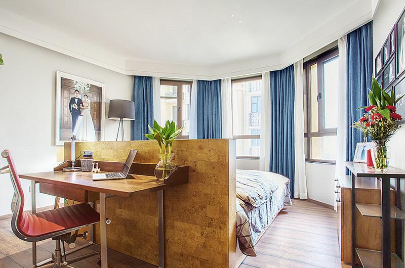 150平简约三居卧室兼书房装修