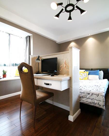 138平简约三居室卧室书房隔断装修