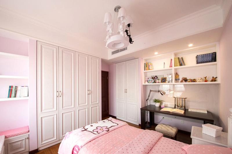 110平美式三居室卧室衣柜图片