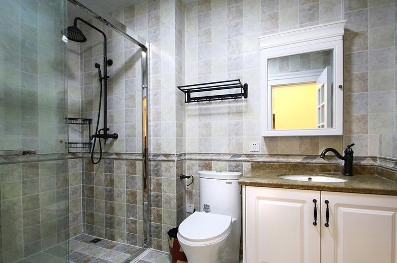 100平美式风格二居卫生间效果图