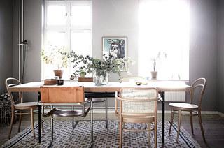 北欧风格一居室装修木质餐桌图片