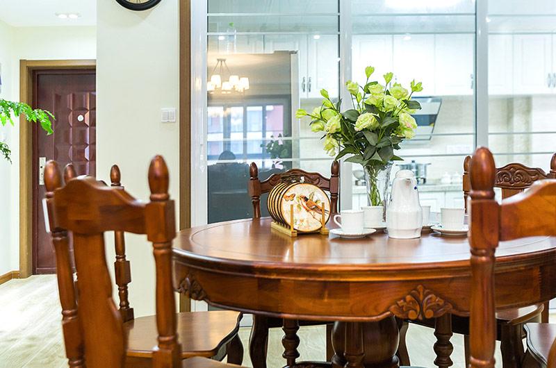 145平米美式三居室实木餐桌图片