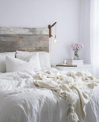 极简风卧室床头柜图片