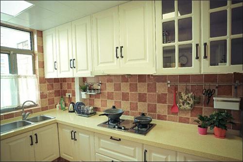 简单厨房装修效果图 时尚大方厨房装修设计图片