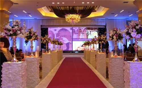婚庆舞台设计效果图 如何搭建漂亮婚礼舞台_婚宴筹备