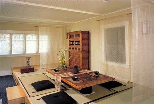日式榻榻米卧室装修效果图 舒适温馨卧室榻榻米设计