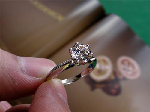 一克拉钻石有多大 一克拉钻石多少钱图片