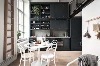 北欧风格单身公寓圆形餐桌图片