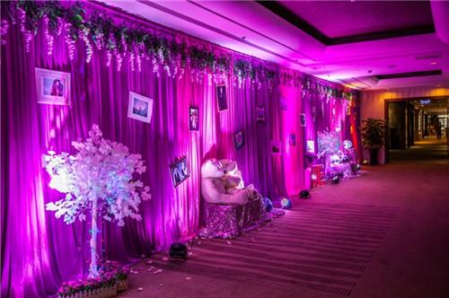 紫色婚礼现场布置效果图 紫色婚礼现场怎么布置_婚庆
