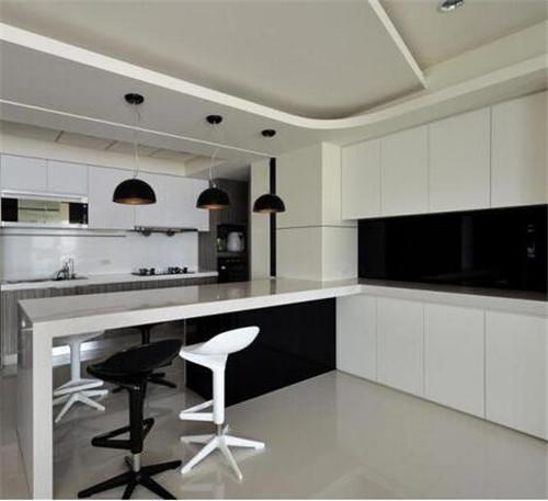 其实只要简单的做个柜子然后加以布置,就能让你拥有一个小吧台.