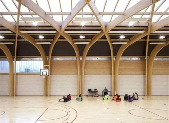 室内篮球场装修图片